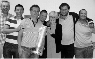ACBL President Sharon Anderson presents the Spingold trophy to the winning team: Tor Helness, Franck Multon, captain Pierre Zimmermann, Geir Helgemo, Fulvio Fantoni and Claudio Nunes.
